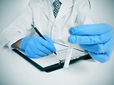 Genom spermiedonation kan barnlösa par få hjälp